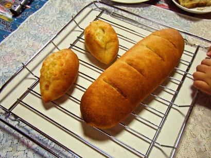 チーズパンと小麦胚芽パン