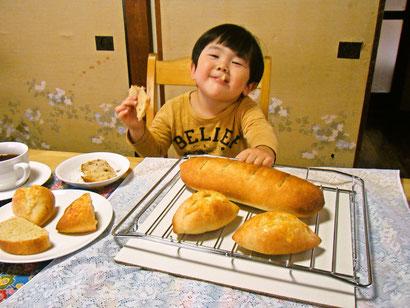 焼いたパンの試食タイム