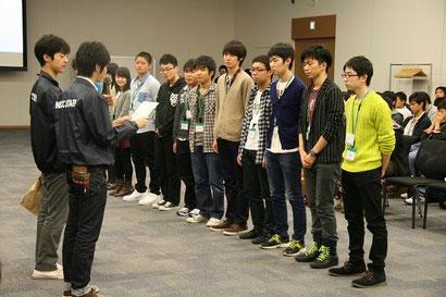 表彰式 最優秀賞のParty1「闘う生徒会」のみなさん。右から2人目が議長の川島太志君
