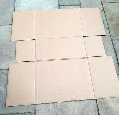 Die Pappe für den Kitty Camper wird zunächst flach ausgelegt