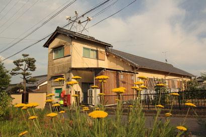 上映会場である西里公民館。「加奈子のこと」のロケ地となった家屋とは、国道25号線を挟んだご近所になります。思えば撮影が行われたのが去年の6月。早いもので1年が経ちました。撮影に関わって下さった方、上映会を催して下さる方に感謝です。