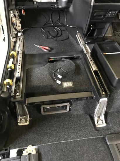 新型VOXY,NOAH、エスクワイアの回転対座シート、スイベルシートの取付はOSPで出来ます!