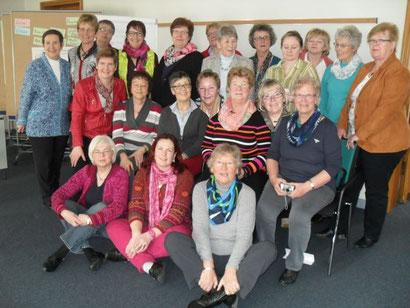 Teilnehmeriinen des seminars, li. Tagungsleiterin Karin Schäfer