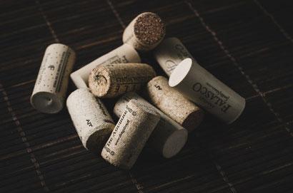 Sowohl Weinkorken als auch Korkleder kommen von einem Korkbaum
