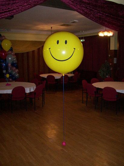 Ein einzelner großer Ballon kann bereits dekorativ wirken.