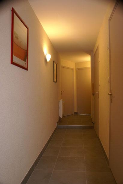 """le coin """"bar-services"""" est au fond du couloir"""