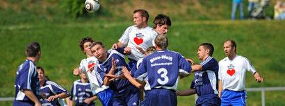 Die 250 Zuschauer sahen im Eisenacher Wartburgstadion bei optimalen Bedingungen in der ersten Halbzeit eine flotte Partie, in der Großwechsungen mithielt. Archivfoto: Dirk Bernkopf