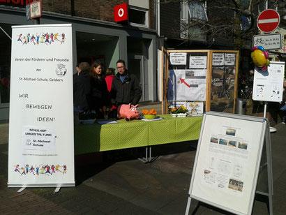 """Der Förderverein präsentiert sich zum """"Frühlingserwachen"""" am 13. März 2016 in der Innenstadt und sammelt Spenden"""