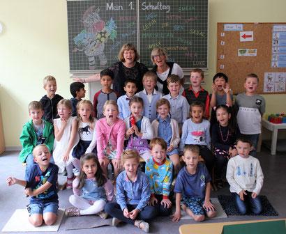 Klasse 1b -Klassenlehrerin Angela Schneider - Fachlehrerin Margot Küppers