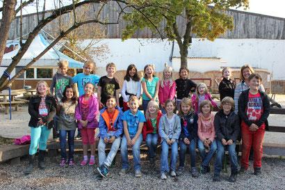 Die Klasse 4b auf dem Hötzenhof - Klassenlehrerin Frau Pasing