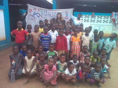 Quelques élèves de Badja avec Aina CASTELLET