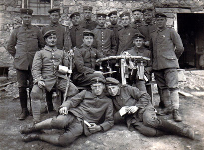 Soldats allemands, instruments bricolés, seconde ligne, 1914-1918