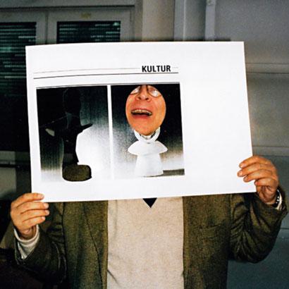 Sigmar Polke 1998 in seinem Kölner Atelier, Foto Kirsten Klöckner