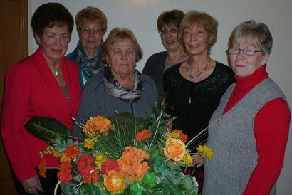 der Vorstand von links: Marion Wagner, Uschi Lahann,Inge Hatje, Heike Schinkel, Heidi Kieselbach und Angelika Duwe
