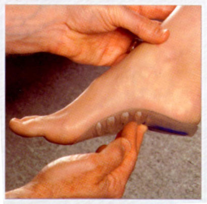 demonstrating how a custom orthotic fills the arch of the foot