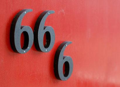 Marque de la bête sur la front 666 - Ceux qui ont la marque de la bête sur le front se retrouveront en opposition avec Dieu et seront clairement identifiés.