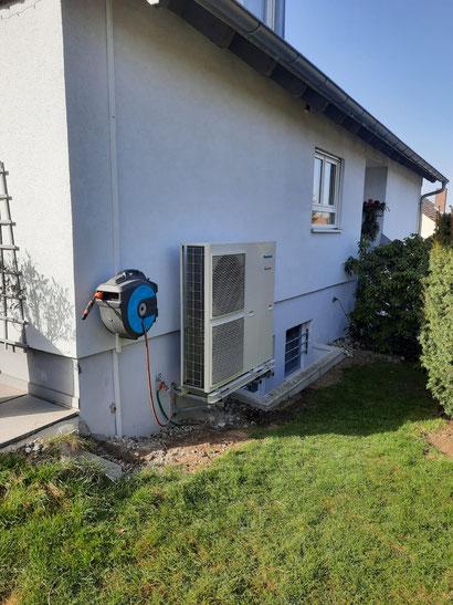 Außengerät einer installierten Panasonic Wärmepumpe 16 kW © iKratos