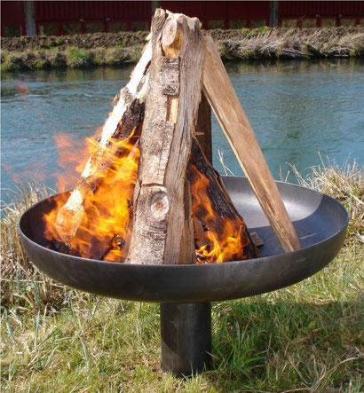 Feuerschale Form Klöpperboden Ø800mm aus Stahl roh, mit Bodenrohr