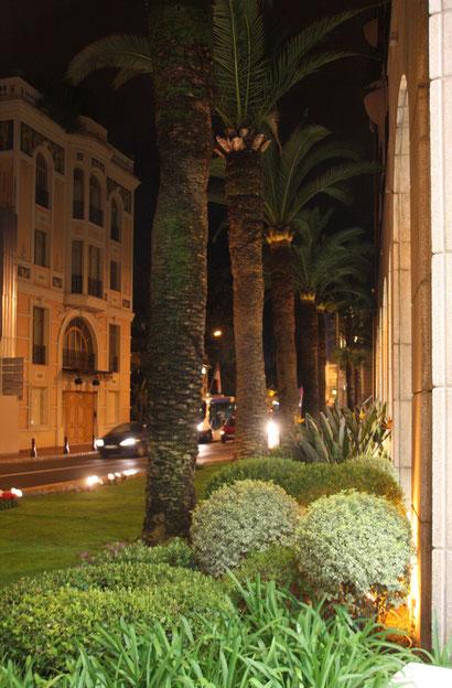 Bild: in den Straßen von Monte Carlo am Abend