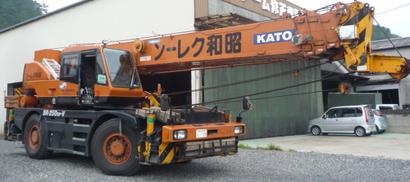 昭和クレーンよりこちらは25t吊、クレーンの特殊な形にご注目!