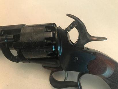 La pièce une fois pivotée permet de tirer le canon à grenaille