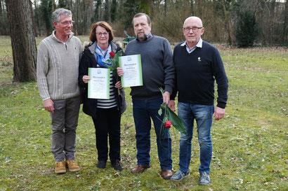 Foto (Bernd Grünert) v.l. : 1. Vors. Manfred Macher mit den Geehrten Margaret Meyer, Harald Meyer und Armin Lewitzka