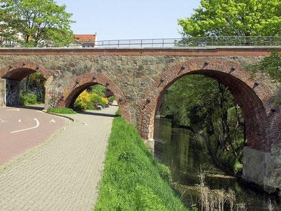 Brücke am Heinrich-Heine-Kanal