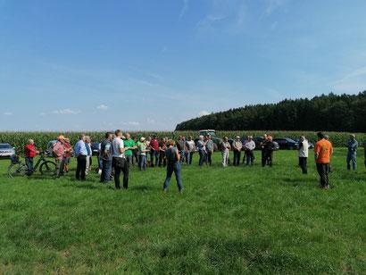 Über 50 Personen waren zu der Waldexkursion gekommen.