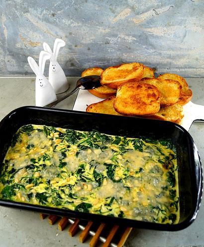 überbackener Blattspinat mit Sahne, Parmesan und Pinienkernen