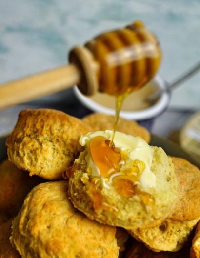 Biscuits mit Butter und Honig