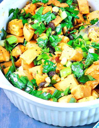 Orientalischer Kartoffelsalat mit Süßkartoffeln, Nüssen und Zimt nach einem Rezept von Yotam Ottolenghi