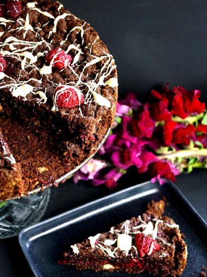dunkle und weiße Schokolade, dazu Kokos und Beeren: DoubleChoc-Beerenkuchen
