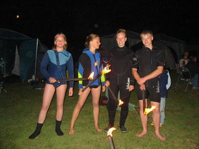 Vorbereitung der Jugend auf das Fackelschwimmen