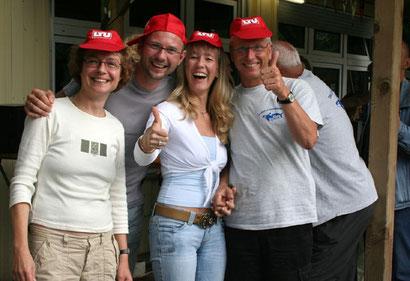 Das Siegerteam der Autoralley: v.l. Barbara Lauber, Michael Przetak, Sabine Fenski, Harald Kaiser