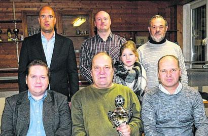 Der SV Brachelen gewinnt den Jugendförderpreis: Jugendleiter Frank Redwand (vorne, Mitte) nahm ihn entgegen. Foto: Royal