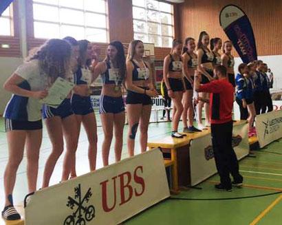 Siegerehrung U16W - LV Frenke 2. / LAS Old Boys Basel 1. (Foto: CYK)