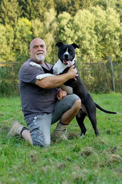 Holger mit seinem Hund Paul.