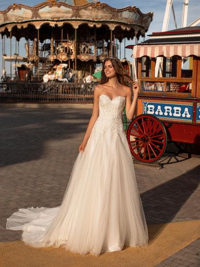 Prinzessin für einen Tag im Klied von White one bei Mariella Mode für Braut und Bräutigam