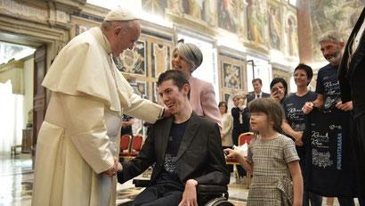 """Papa Francesco con le famiglie dell'associazione """"Una vita Rara"""""""