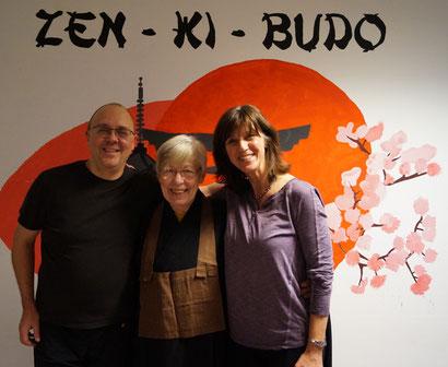 Margret Wagner (mitte) vom Zen-Dojo Bochum, Andrea Landich (rechts) vom Nippon Velbert, Uwe Reichert (links)