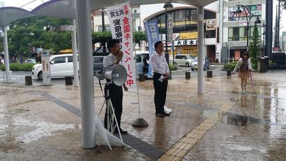 松尾つとむ民主党藤枝支部長と共に廃案を訴え