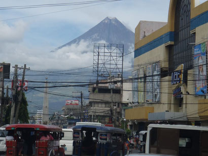 A stunning volcano in Legazpi in the Philippines - Dante Harker