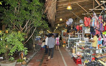 Shopping in Nha Trang - Dante Harker