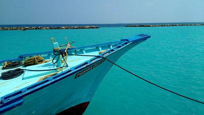 Photoshop perfect scenery around every corner on Dharavandhoo island. Dante Harker