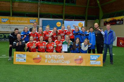 Am Samstag gewannen die B-Juniorinnen des 1. FFC Frankfurt den ENTEGA FußballCup. Foto Klaus Schwabenland