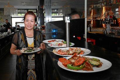 Teppanyaki Gerichte Bedienung im China Restaurant Ginza