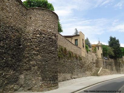 Крепостные стены города Вик (Каталония)