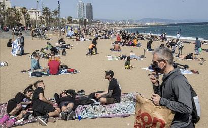 Загорать на пляжах Каталонии в масках не придется