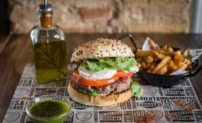 Ресторан El Club de la Hamburguesa, вкусные гамбургеры в центре Барселоны.