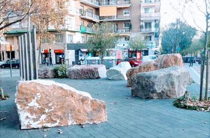Золотые камни Ады Колау - памятники и скульптуры Барселоны